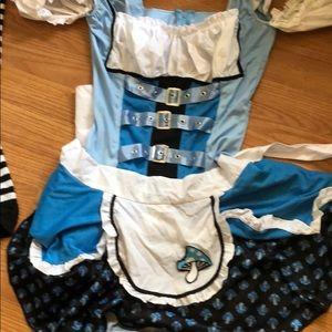 Let's me avenue Alice in wonderland costume